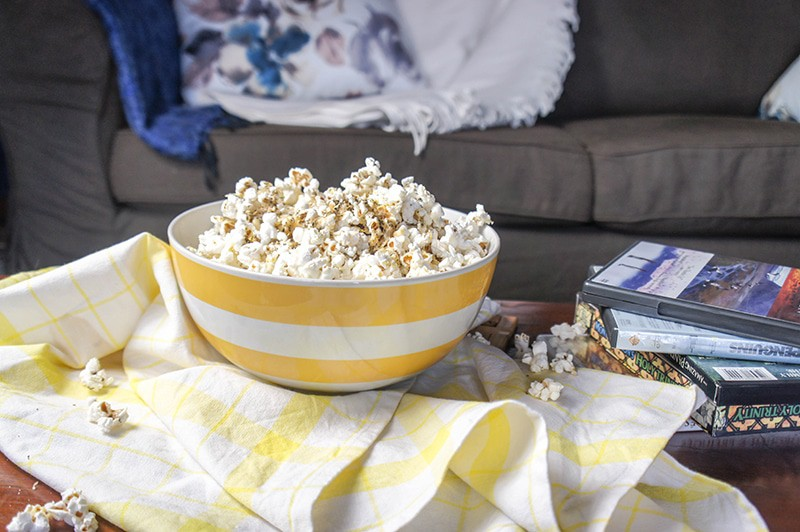 5 Healthy Date Night Ideas + Cheesy Herbed Popcorn