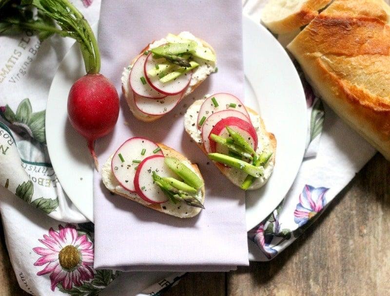 Asparagus and Ricotta Crostini