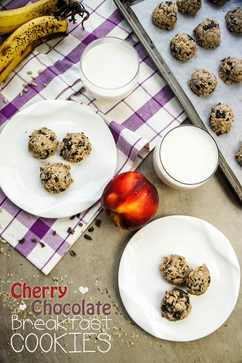 Cherry Dark Chocolate Breakfast Cookies / These healthy cookies made from whole foods have NO sugar added, and are a great grab and go breakfast option!
