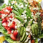 Strawberry and Greens Lemon Thyme Chicken Salad / A Whole30 approved delicious salad loaded with greens, sweet strawberries, and lemon and thyme marinated chicken breasts.