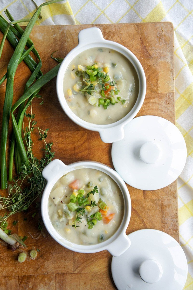 Dairy Free Corn Chowder / This vegan soup is ultra creamy, and packed with veggies. Super comforting!