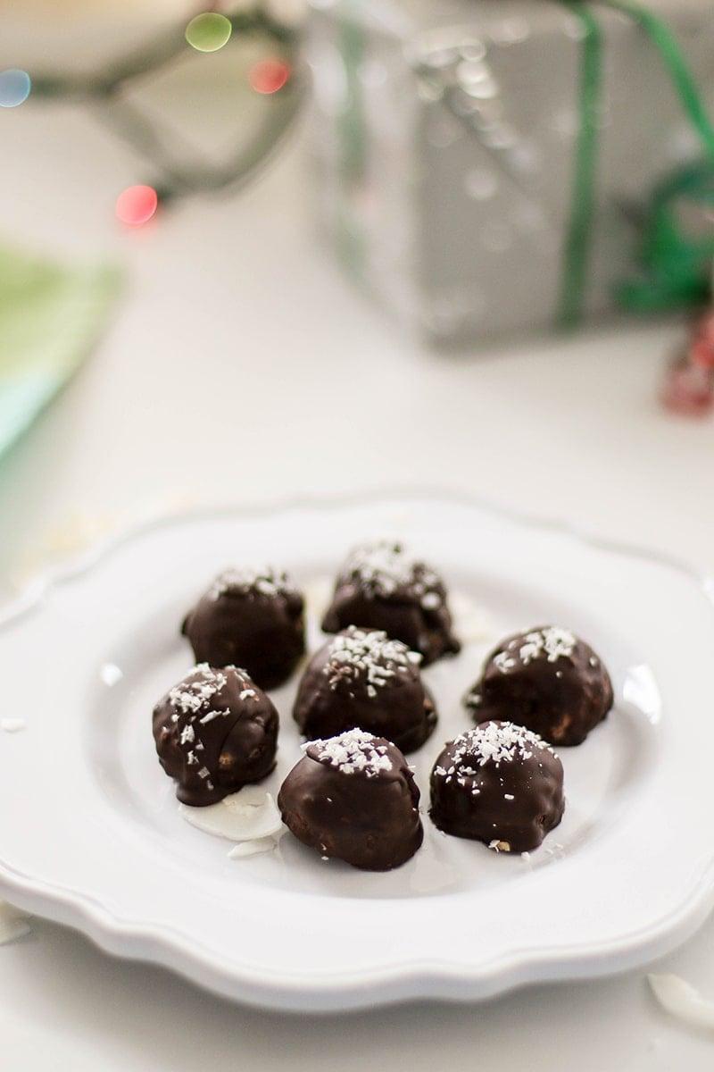 coconut-mint-cookie-truffles-5
