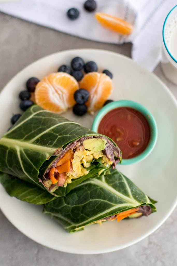 Collard Wrap Breakfast Burritos / These low carb breakfast burritos are packed with black beans, butternut squash, eggs, avocado and veggies.