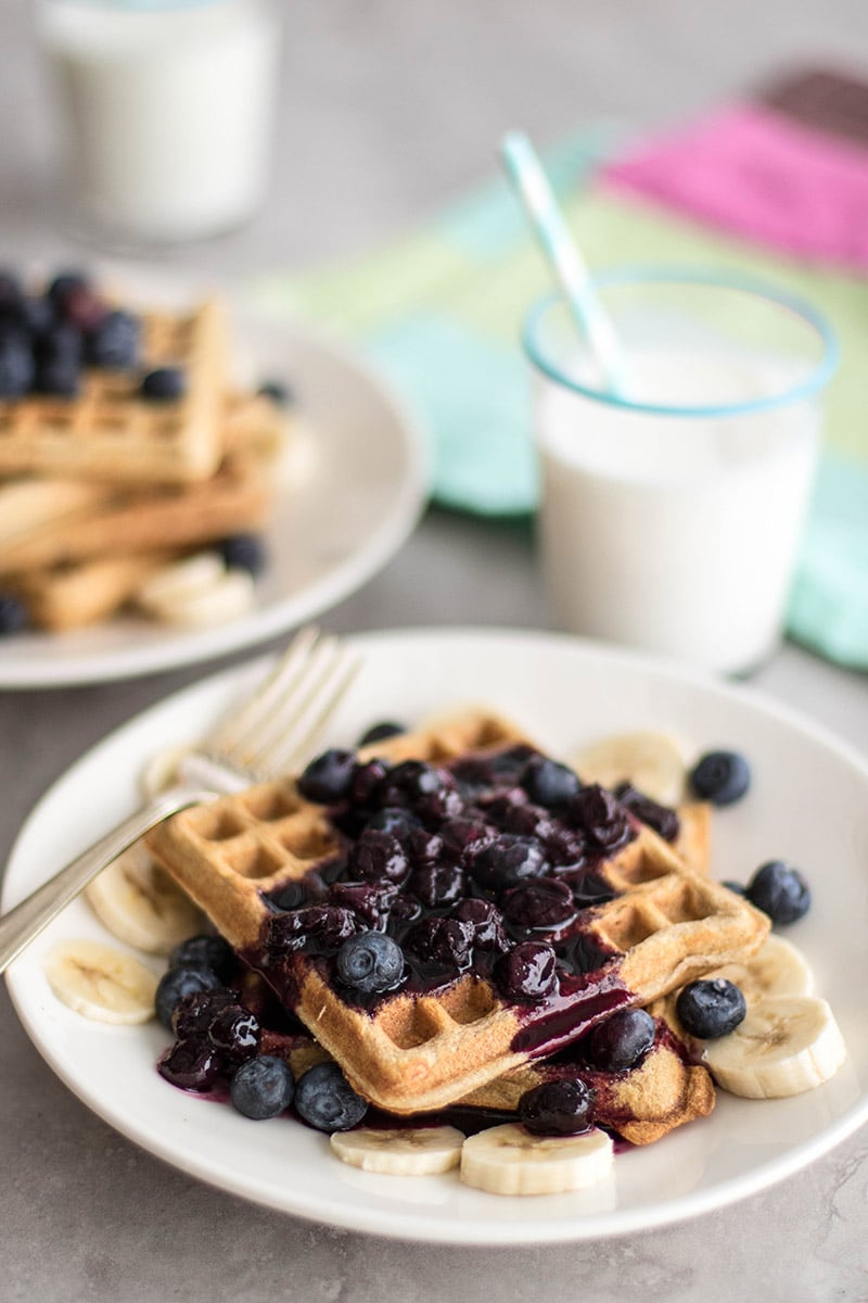 Cinnamon Oatmeal Waffles / These gluten free waffles and light and crisp around the edges. Served with a fruit syrup, they make a wonderfully healthy, clean breakfast.