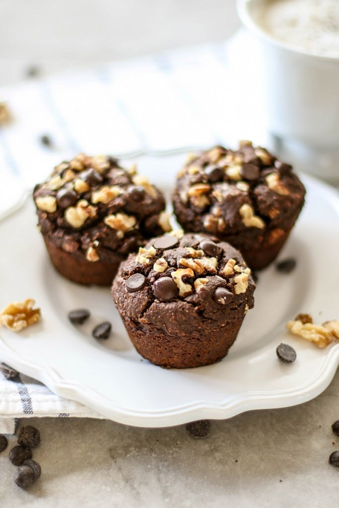 Double Chocolate Chip Muffins / These muffins are made without added sugar, and are gluten free! A healthy and delicious breakfast.