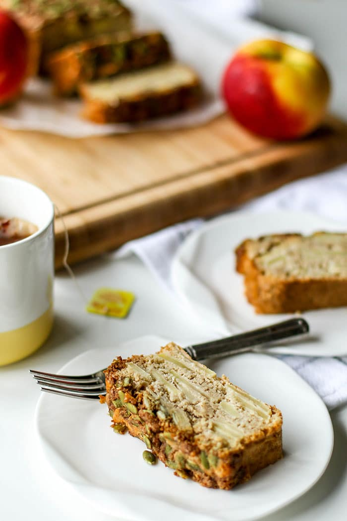 Apple Bread / This gluten free sweet bread with a crunchy pumpkin seed streusel is the perfect afternoon treat.