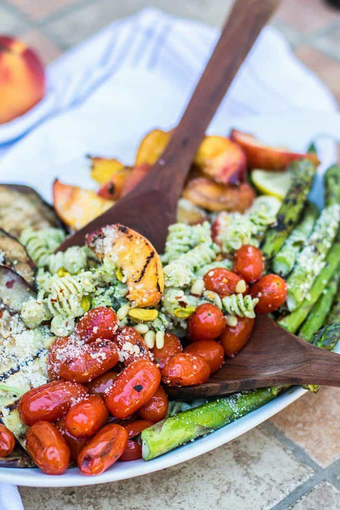 Grilled Peach and Vegetable Pesto Pasta / This beautiful vegetarian dish is made with high protein Chickapea Pasta,
