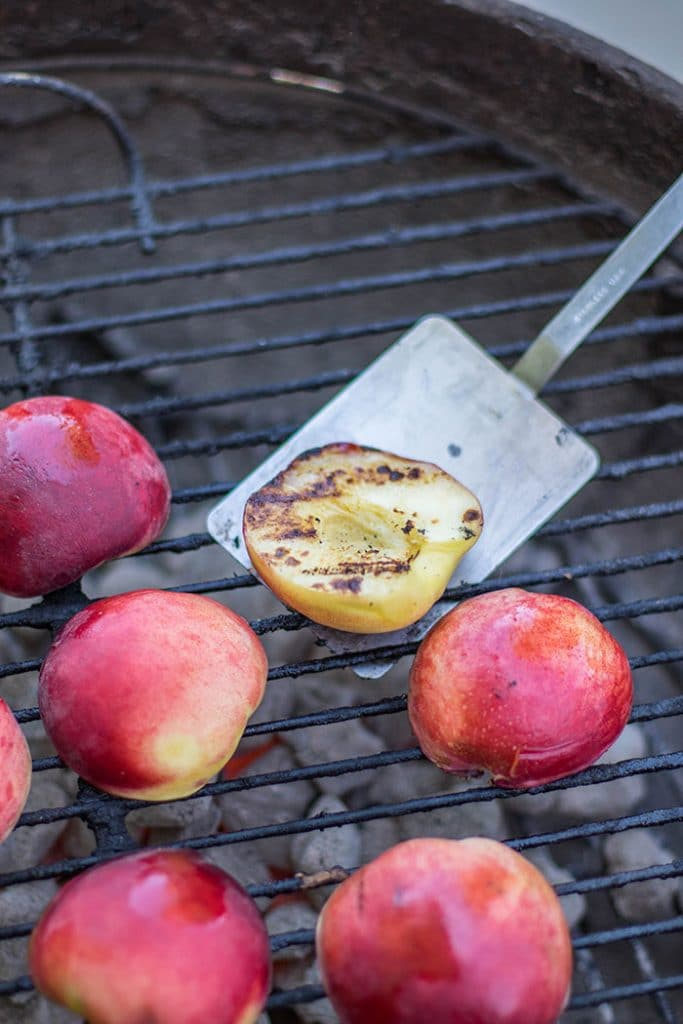 BBQ Peaches / This simple summer salad is made with sweet grilled peaches and topped with a sweet and spicy vinaigrette.