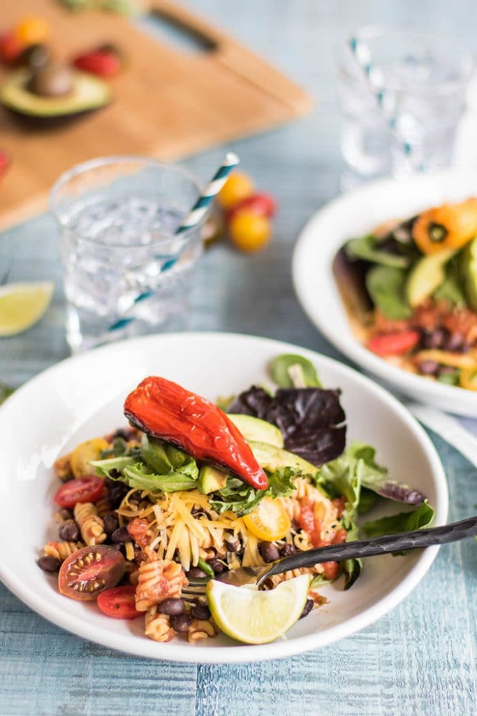 Healthy Taco Salad / This summery taco salad gets a fun twist from high protein, gluten free Chickapea pasta.