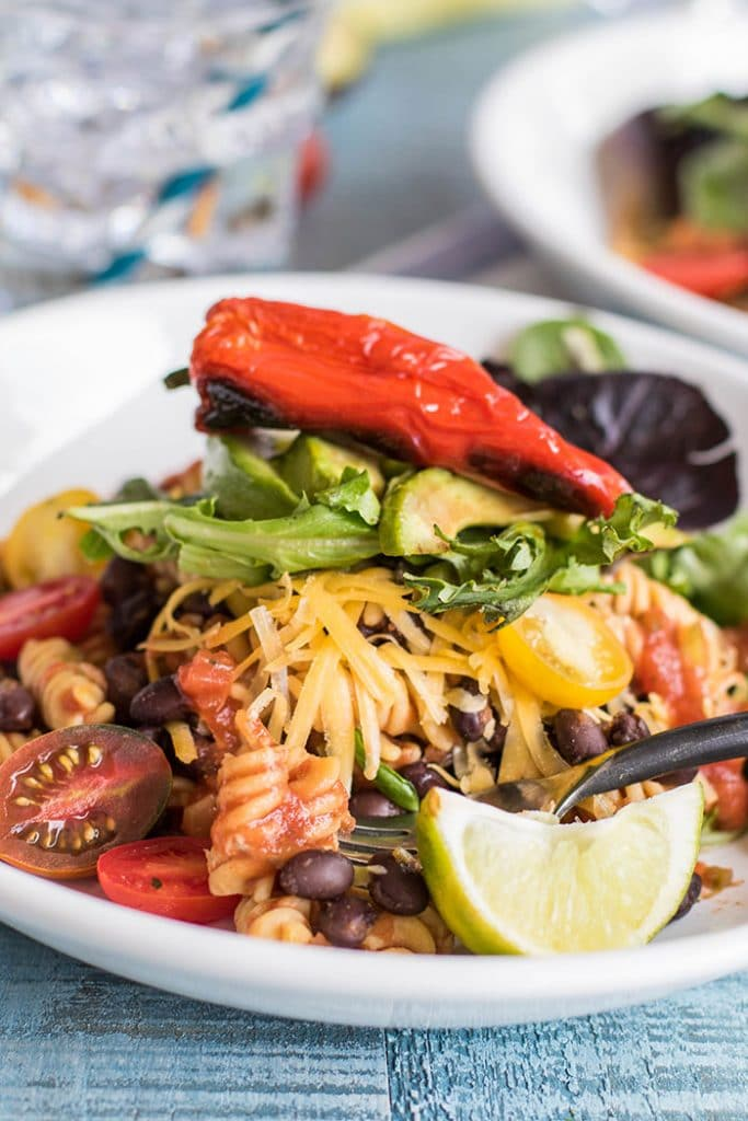 Pasta and Black Bean Taco Salad / This summery taco salad gets a fun twist from high protein, gluten free Chickapea pasta.