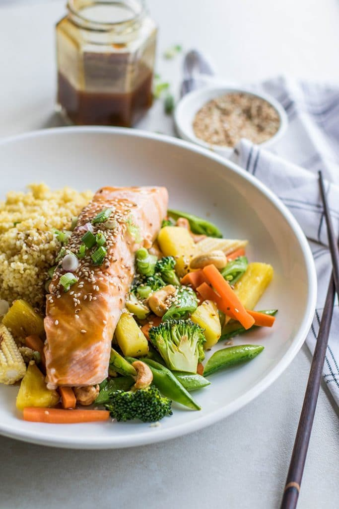 Teriyaki Salmon Recipe / These delicious bowls are loaded with millet, veggies, poached salmon, pineapple and cashews, and drizzled with a flavorful teriyaki sauce.