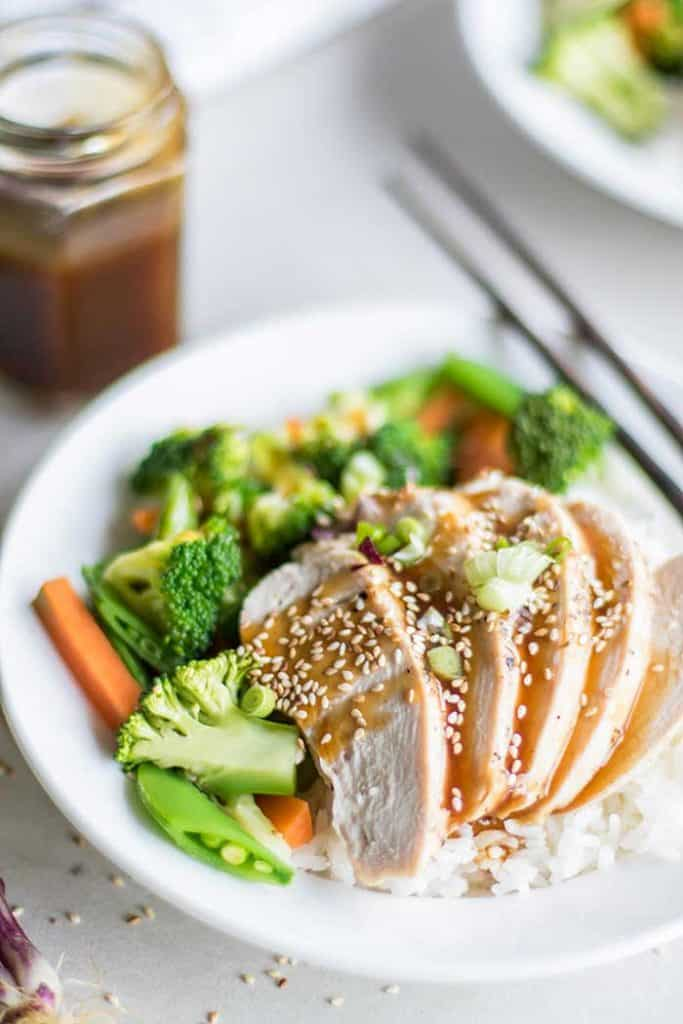 Easy Teriyaki Sauce / This gluten free and soy free teriyaki sauce is naturally sweetened with date syrup -- jazz up your rice and veggies into a truly special (and healthy!) meal.