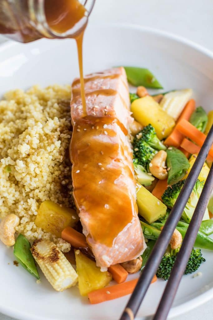 Salmon Teriyaki / These delicious bowls are loaded with millet, veggies, poached salmon, pineapple and cashews, and drizzled with a flavorful teriyaki sauce.