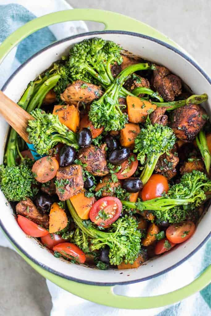 One Pot Balsamic Chicken and Butternut / This one pot meal is the perfect Whole30 dinner.