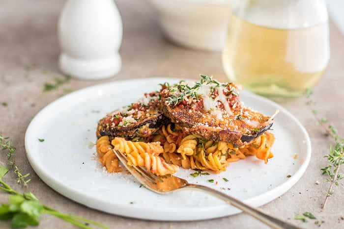 Eggplant Parmesan Pasta / This gluten free baked pasta dish is a great! Made #glutenfree with Chickapea Pasta, and layered with crispy baked eggplant slices and lots of cheese!