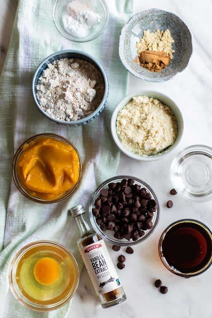 Ingredients for healthy pumpkin muffins.