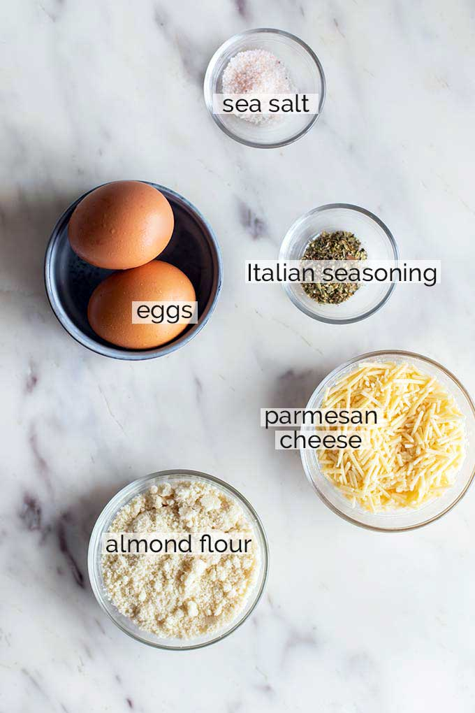 The ingredients needed to make a cauliflower pizza crust.